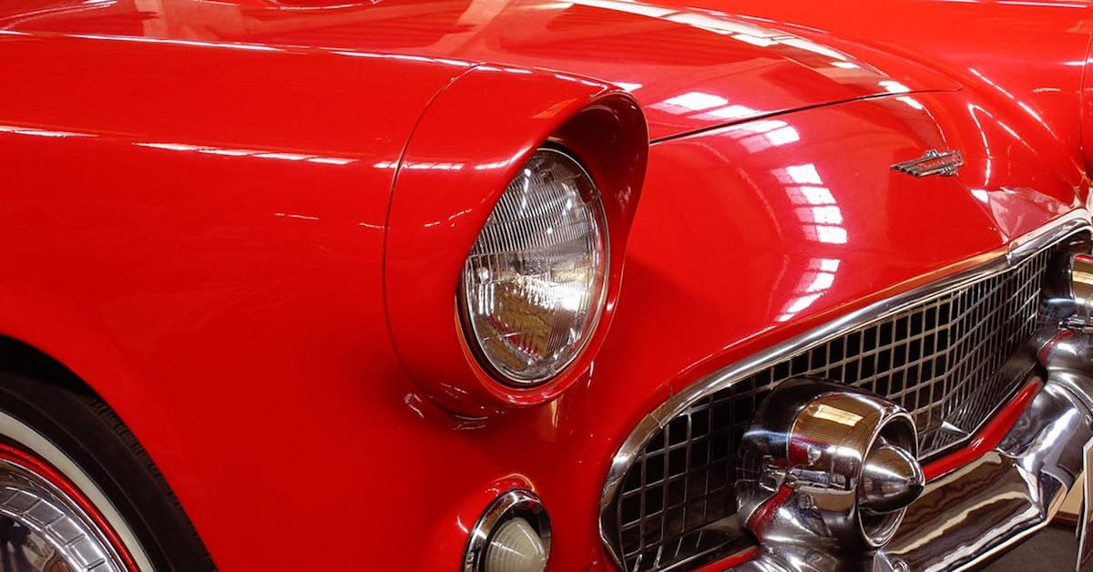 Red-classic-car-front-grill-and-headlight